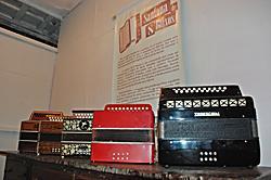Exposição de sanfonas de oito baixos e de 120 baixos