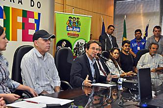 Anúncio foi acompanhado pelo secretariado e servidores